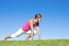 舒展妇女的健身 免版税库存图片