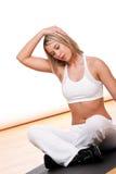 舒展妇女的白肤金发的健身系列 免版税库存图片