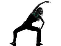 舒展妇女的舞蹈家给锻炼剪影加热 库存图片