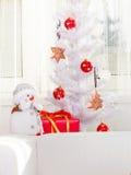 舒适假日内部,圣诞节装饰 免版税库存照片