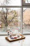 舒适家庭周末、咖啡和甜点 免版税库存照片