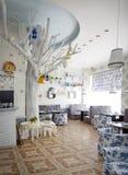 舒适小的咖啡馆 免版税库存照片