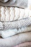 舒适毛线衣和毯子 免版税图库摄影