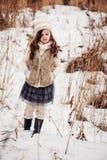 舒适温暖的室外冬天步行的儿童女孩 库存图片