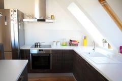 舒适现代厨房 免版税库存照片