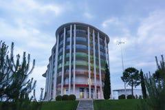 舒适的三星郁金香旅馆Ω旅馆彩虹大厦伊梅列季亚州低地奥林匹克大道的一多云夏天eveni的 库存图片