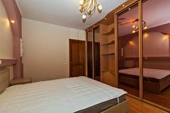 舒适的卧室 免版税库存照片