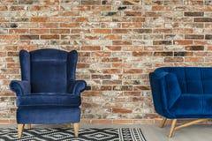 舒适的扶手椅子在顶楼 库存图片
