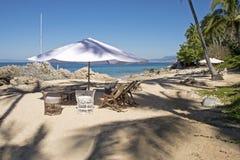 舒适的海滩设置在墨西哥 免版税库存照片