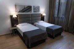 舒适的酒店房间在罗马,意大利,欧洲 免版税库存照片