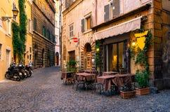 舒适街道在罗马,意大利 免版税库存图片