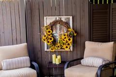 舒适露台和轻松的椅子 免版税图库摄影