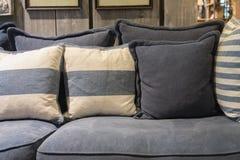 舒适织品沙发 免版税库存图片
