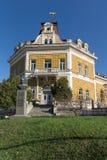 舒门,保加利亚- 2017年4月10日:军事俱乐部大厦在市舒门 免版税库存照片