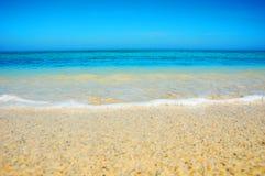 舔在圣Ives海滩的波浪 免版税库存照片