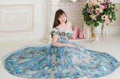 舞会礼服的女孩 免版税图库摄影