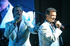 舞台上的演员双胞胎亚历山大和尤金Anufriev 免版税库存照片