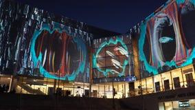 舞台中心学院masterclass投射在生动的悉尼,是每年灯节、音乐和想法在'广场' 股票视频