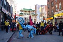 舞狮在唐人街,波士顿在农历新年庆祝时 免版税库存照片