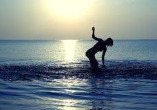 舞蹈在海运 免版税库存图片
