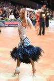 舞蹈姿势的拉丁妇女舞蹈家 库存照片