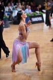 舞蹈姿势的拉丁妇女舞蹈家 库存图片
