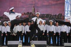 舞蹈家、歌曲合奏的合唱和独奏者黑海海军舰队(塞瓦斯托波尔,克里米亚的表现和舞蹈 免版税图库摄影