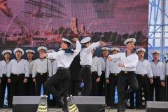 舞蹈家、歌曲合奏的合唱和独奏者黑海海军舰队(塞瓦斯托波尔,克里米亚的表现和舞蹈 免版税库存图片