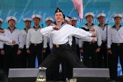 舞蹈家、歌曲合奏的合唱和独奏者黑海海军舰队(塞瓦斯托波尔,克里米亚的表现和舞蹈 免版税库存照片