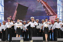 舞蹈家、歌曲合奏的合唱和独奏者黑海海军舰队(塞瓦斯托波尔,克里米亚的表现和舞蹈 库存照片