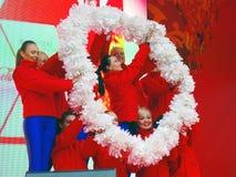 年轻舞蹈家在阶段执行 免版税库存照片