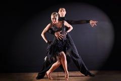 舞蹈家在黑背景的舞厅 免版税库存照片
