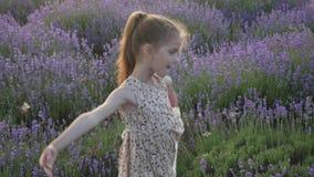 舞蹈小孩女孩生活方式艺术  田园诗横向 股票录像