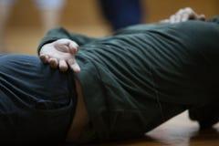 舞蹈手,在地板上 库存照片