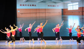 舞蹈教室基本的舞蹈培训班 免版税库存图片