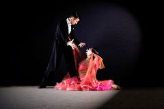 舞蹈演员在舞厅 免版税图库摄影