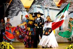舞蹈演员墨西哥歌唱家 免版税库存照片