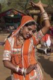 舞蹈演员橙色部族 库存图片