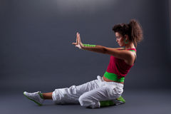舞蹈演员现代摆在的样式 免版税库存图片