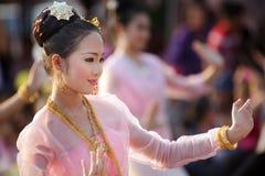 舞蹈演员节日泰国妇女 免版税库存图片
