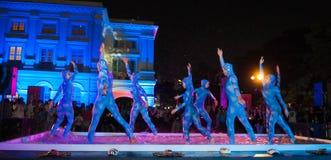 舞蹈演员食用矿泉水 免版税库存图片