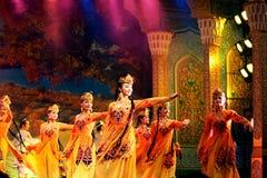 舞蹈演员uyghur 免版税库存照片