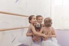 舞蹈演播室的可爱的矮小的芭蕾舞女演员 库存照片