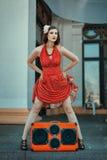 舞蹈的减速火箭的样式妇女 免版税库存图片
