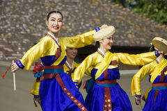 舞蹈种族韩文性能 免版税库存图片