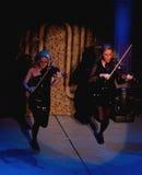 舞蹈阁下执行的小提琴手 库存照片