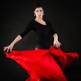 舞蹈 红色裙子跳舞佛拉明柯舞曲的西班牙女孩 免版税库存图片