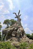 舞阳(五只山羊)雕象 库存图片