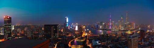 航拍在上海障壁地平线的鸟景色 免版税库存照片