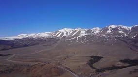 航测阿尔泰山 美好的高地横向 俄国 西伯利亚 顶视图 股票视频